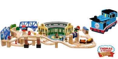 Thomas and Friends Roundhouse Wooden Train Set | LC99544
